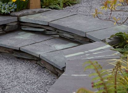 Garden_feature_paving_Penrhyn