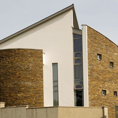 Multi slate Z Stone features on modern house.jpg